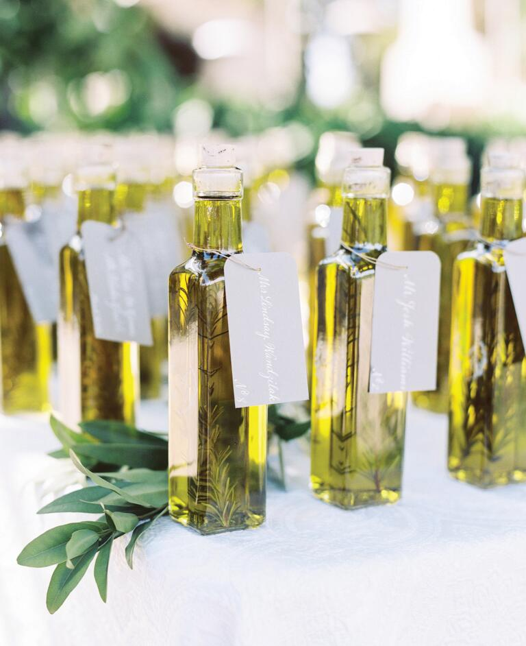 10 edible wedding favors your guests will love