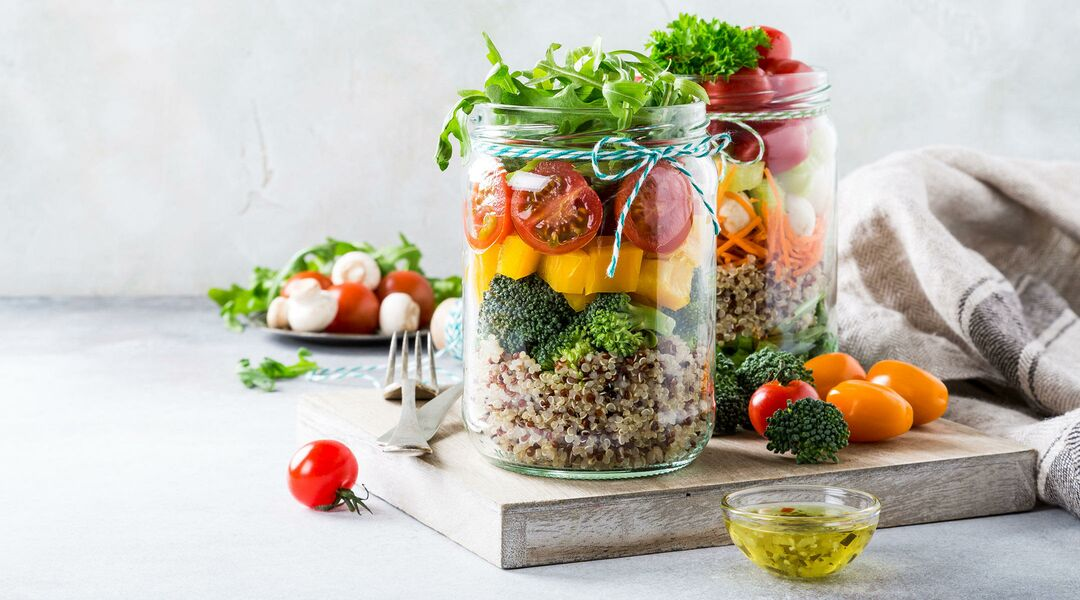 packed lunch salad quinoa in mason jar