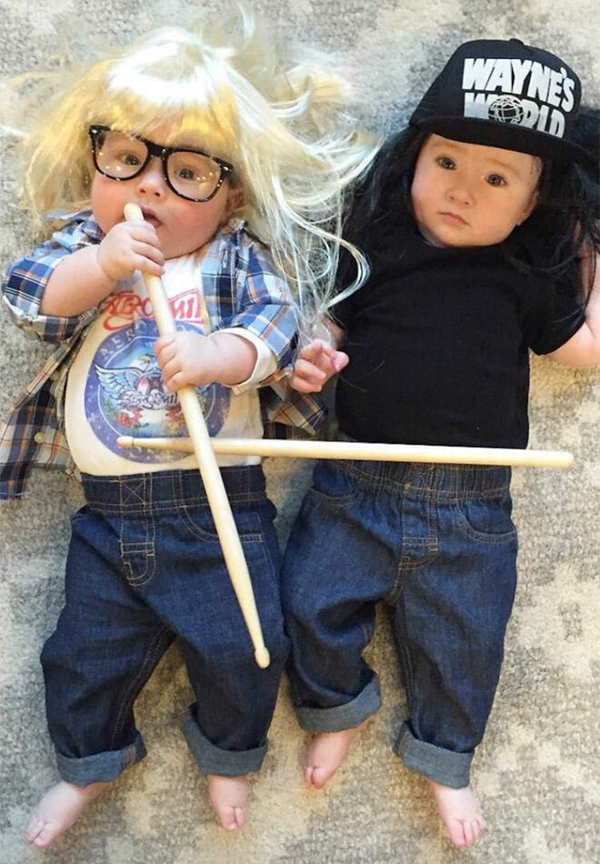 twin-halloween-costumes-waynes-world  sc 1 st  The Bump & 25 Best Twin Halloween Costumes