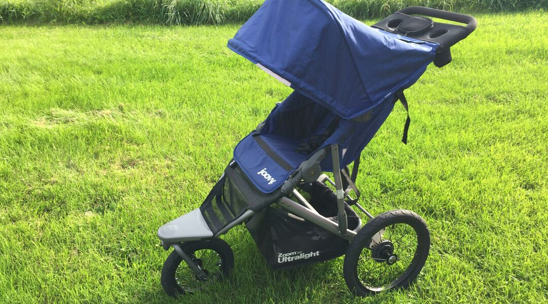 The Joovy Zoom 360 Ultralight Jogging Stroller in blue.