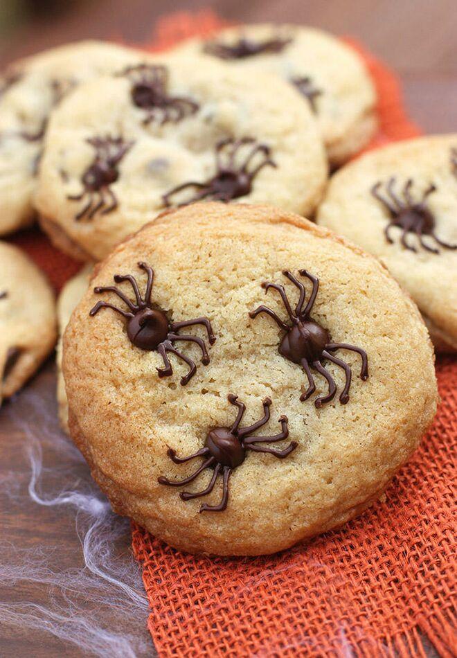 halloween treats chocolate chip spider cookies