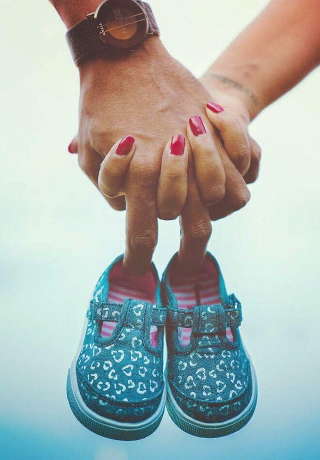 pregnancy-announcement-cute-baby-shoes