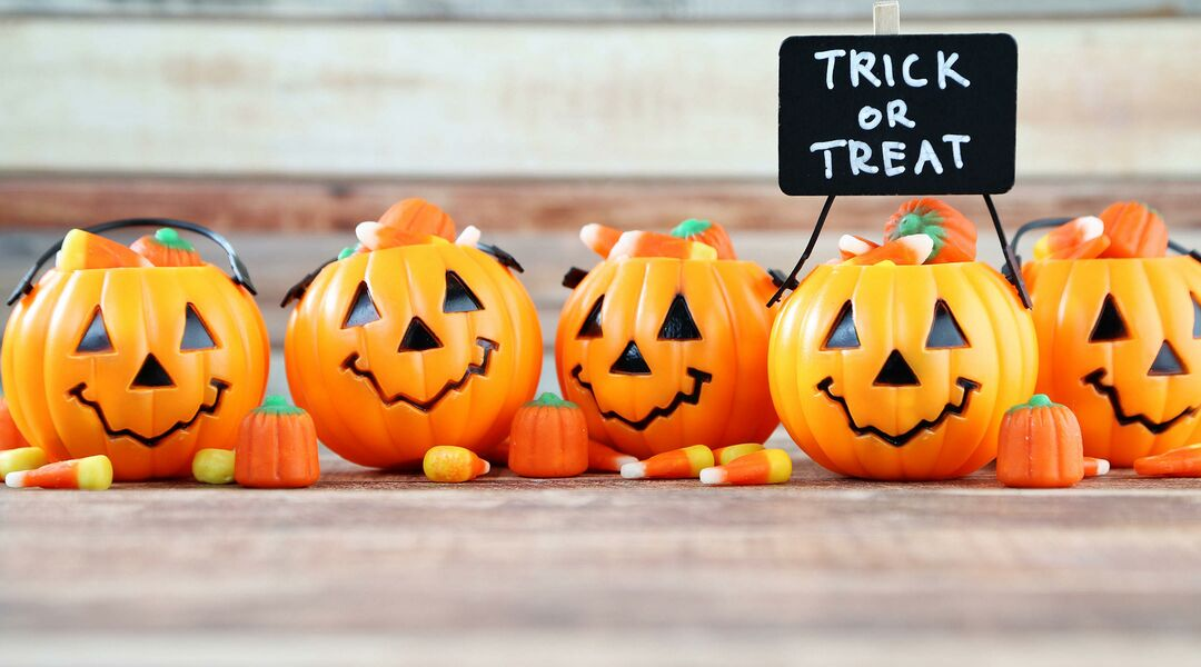 easy halloween games for kids involving pumpkins and candy corn