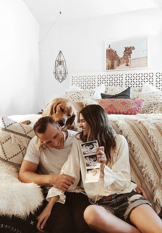 pregnancy-announcement-cute-indoors