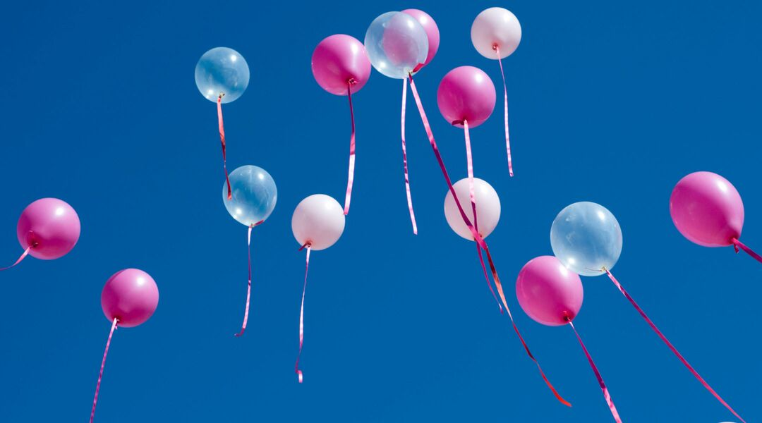 Creative gender reveal ideas balloons released into the sky