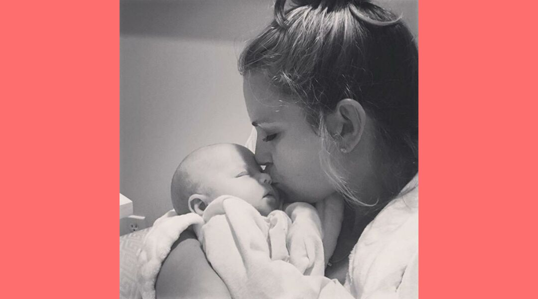 Cameran Eubanks kisses daughter