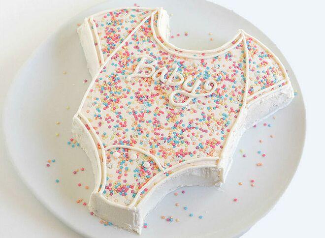 onesie-cake-