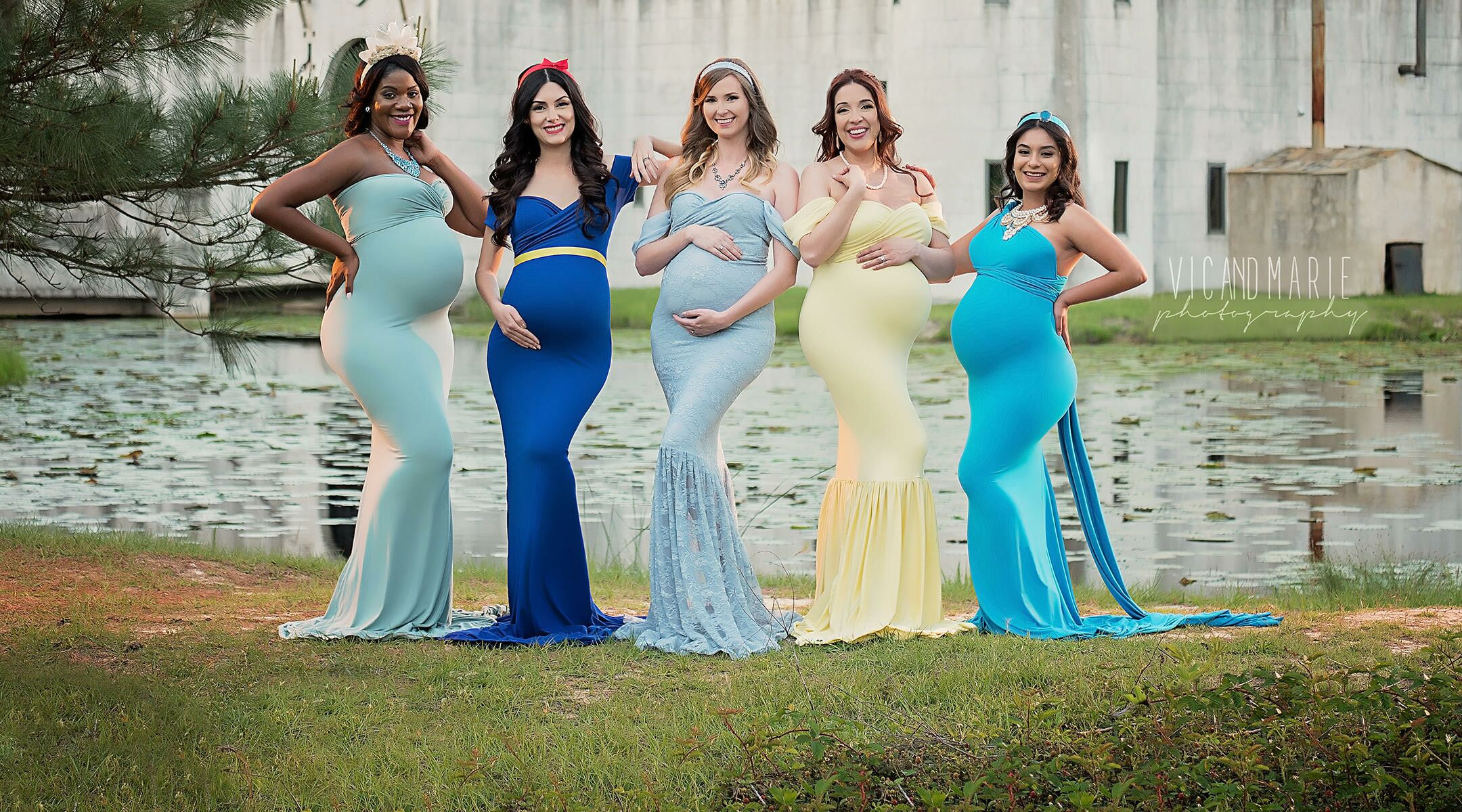b226c7da6e4 5 Strangers Come Together for Disney Princess Maternity Shoot