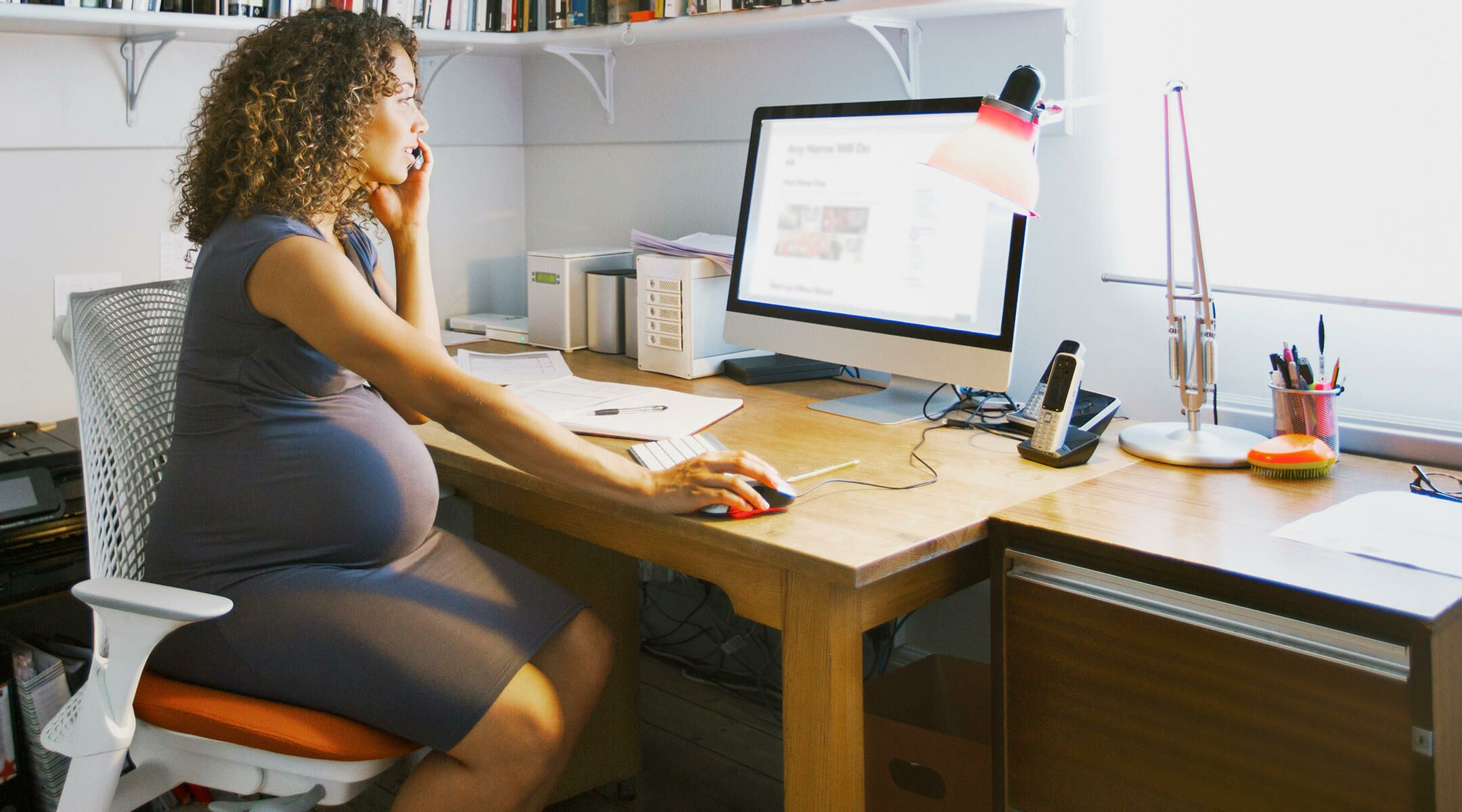 5 Simple Ways to Squeeze a Prenatal Workout Into Your Workday