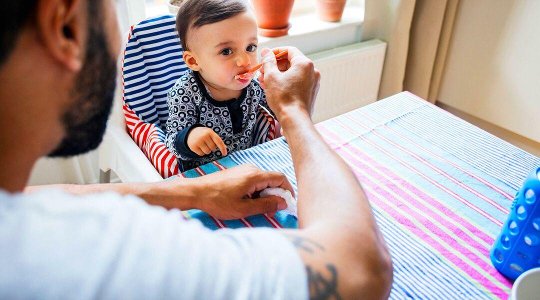 dad feeding baby organic baby food
