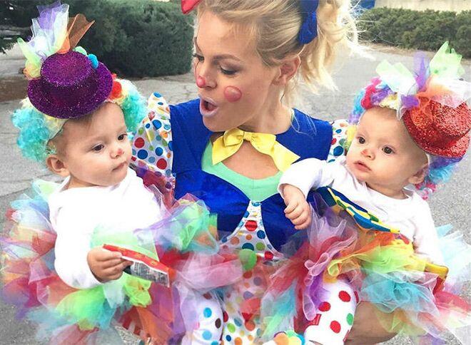 twin-halloween-costumes-clowns  sc 1 st  The Bump & 25 Best Twin Halloween Costumes