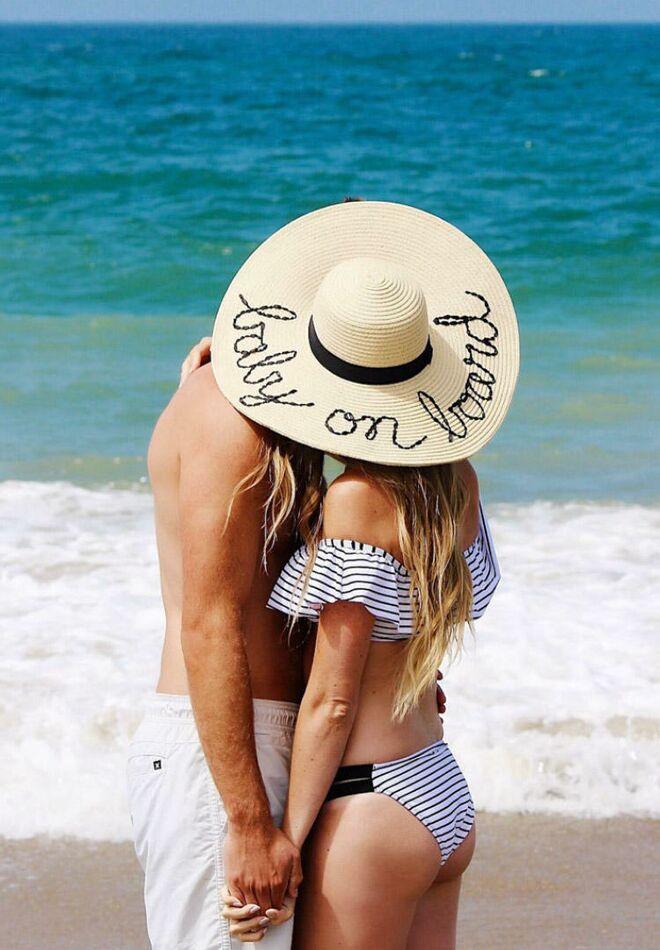 pregnancy-announcement-cute-baby-board-hat