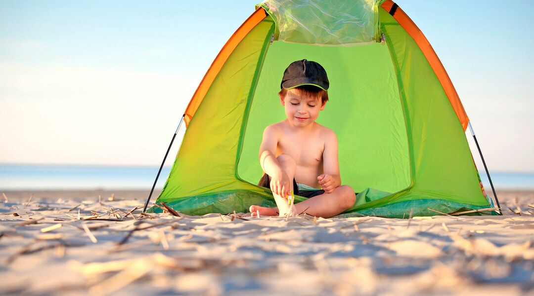 Toddler in a baby beach tent  sc 1 st  The Bump & Best Baby Beach Tents